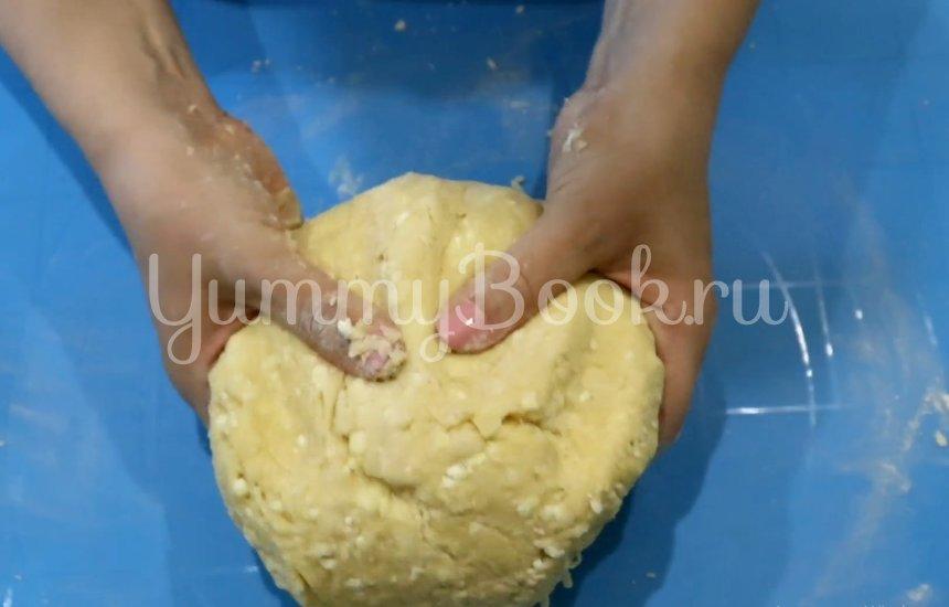 Пончики из творога на сковороде - шаг 2