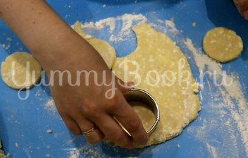 Пончики из творога на сковороде - шаг 3