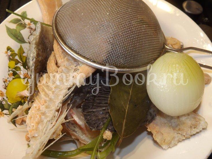 Уха из форели с овощами - шаг 1