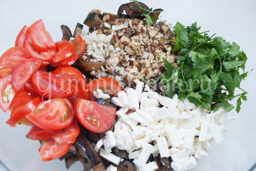 Салат из баклажанов, брынзы, помидоров и орехов - шаг 6