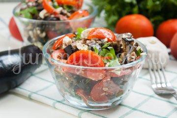 Салат из баклажанов, брынзы, помидоров и орехов - шаг 7