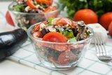 Салат из баклажанов, брынзы, помидоров и орехов