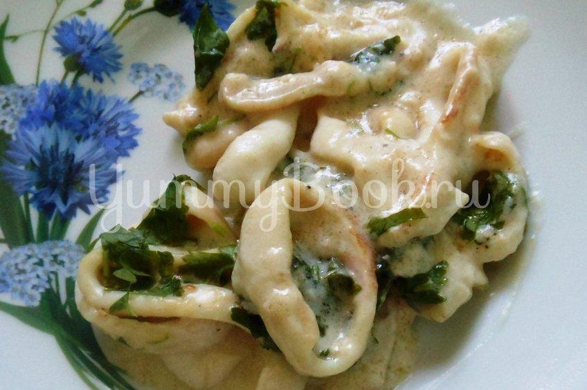 Кальмары, тушёные в сметанном соусе