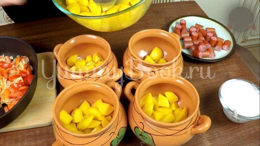 Охотничьи колбаски с картофелем в горшочках по-домашнему - шаг 10