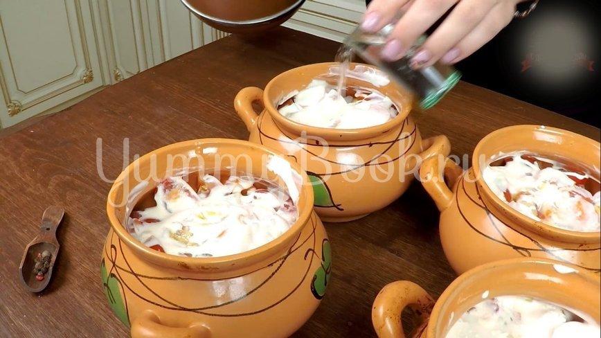 Охотничьи колбаски с картофелем в горшочках по-домашнему - шаг 11