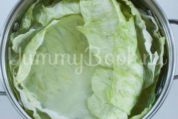 Сосиски в капустных листьях - шаг 1