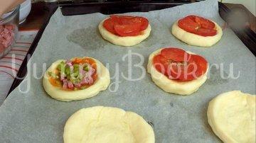 Мини пиццы из пышного теста - шаг 11