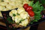 Отбивное мясо в соусе под пюре