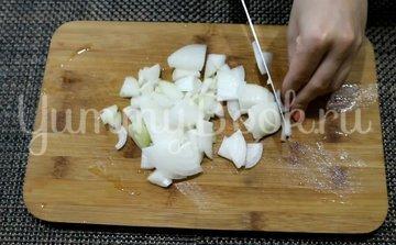 Куриные сердечки с луком на сковороде - шаг 2