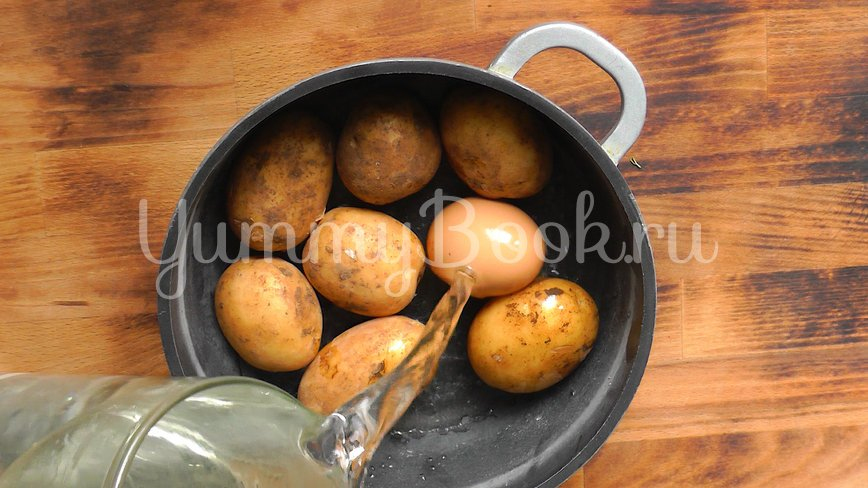 Картофельный салат с икрой - шаг 1