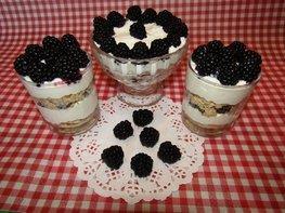 Творожный десерт с ежевикой