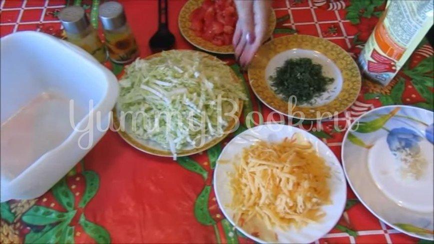 Салат с пекинской капустой, помидорами и сыром - шаг 2
