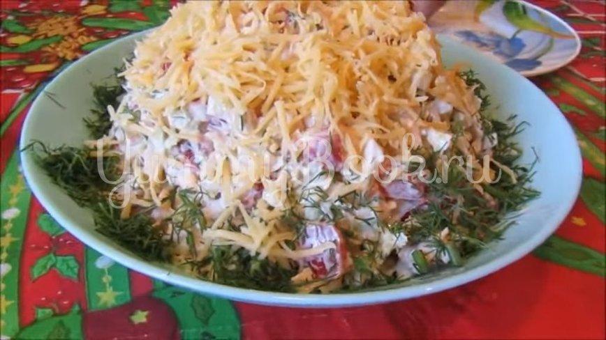Салат с пекинской капустой, помидорами и сыром - шаг 4