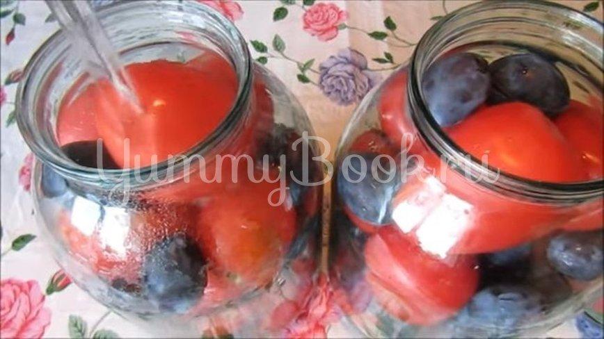 Маринованные помидоры со сливами - шаг 3