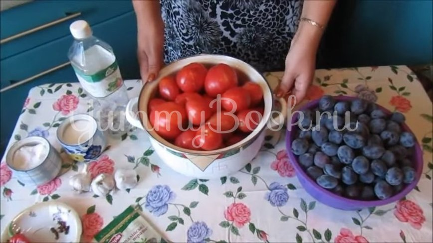 Соус из помидоров и слив на зиму - шаг 1