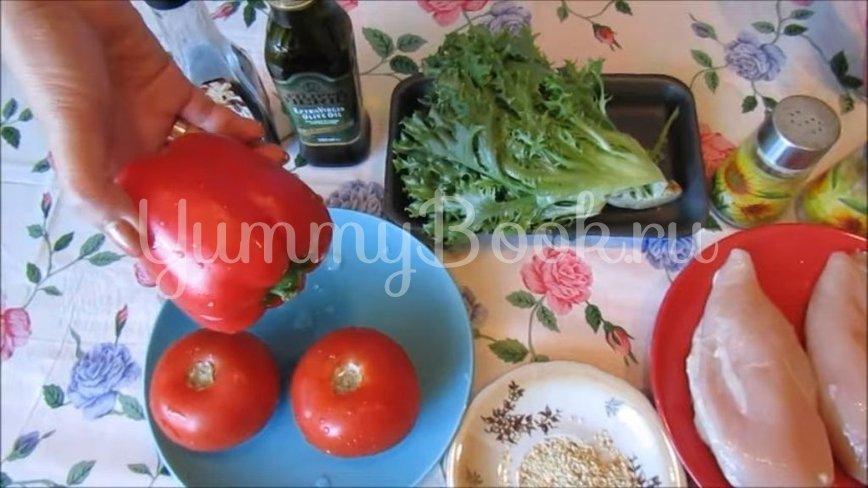 Теплый салат с курицей, помидорами и перцем - шаг 1