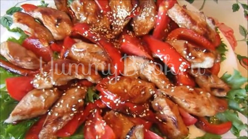 Теплый салат с курицей, помидорами и перцем - шаг 5