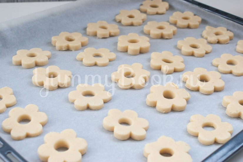 Рассыпчатое печенье на желтках - шаг 6