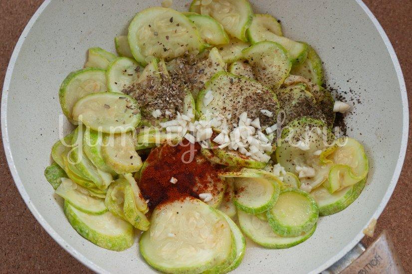 Салат с макаронами и сыром фета - шаг 2