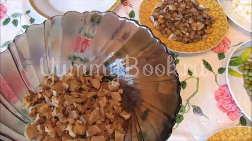 Бюджетный салат с куриными желудками и жареными грибами - шаг 3