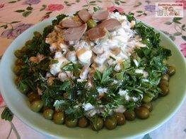 Бюджетный салат с куриными желудками и жареными грибами