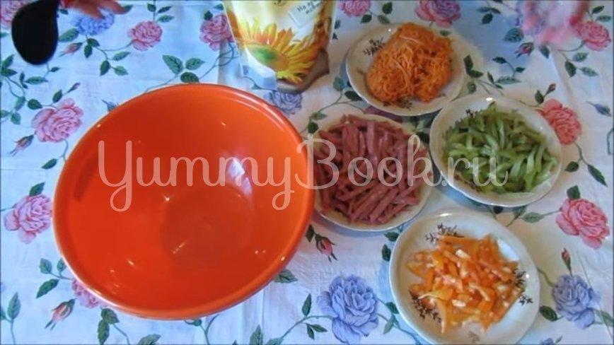 Салат с копченой колбасой и морковью по-корейски - шаг 1