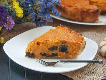 Пирог с тыквой и черносливом