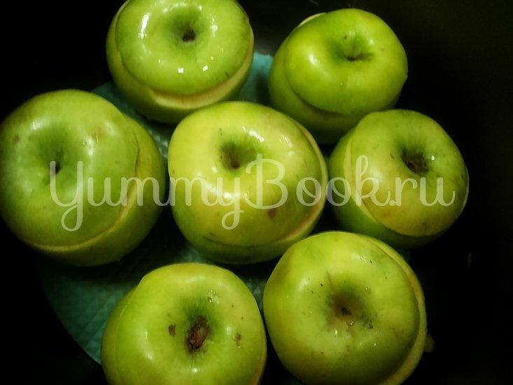 Яблоки с орехами и корицей в мультиварке - шаг 4