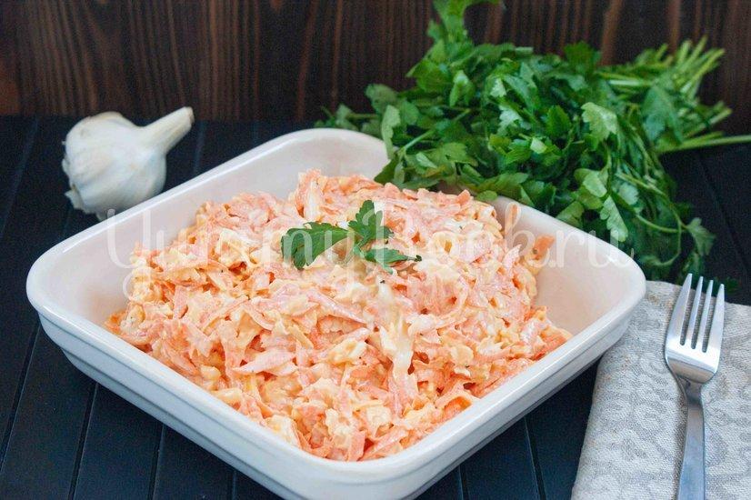 Морковный салат с сыром и яйцами - шаг 4