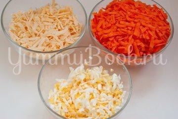 Морковный салат с сыром и яйцами - шаг 1