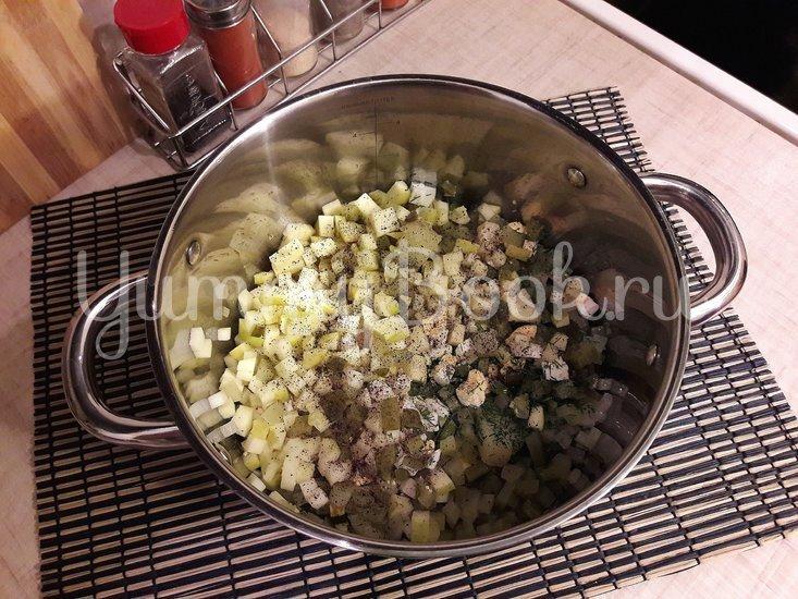 Картофельный салат с маринованными огурцами и яблоком - шаг 3