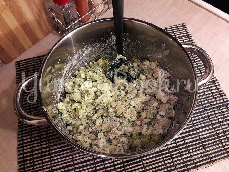 Картофельный салат с маринованными огурцами и яблоком - шаг 5