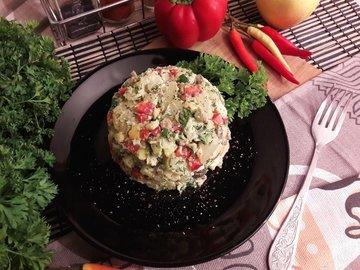 Картофельный салат с беконом и яблоком