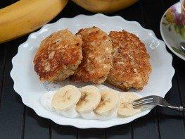 Банановые сырники с овсянкой