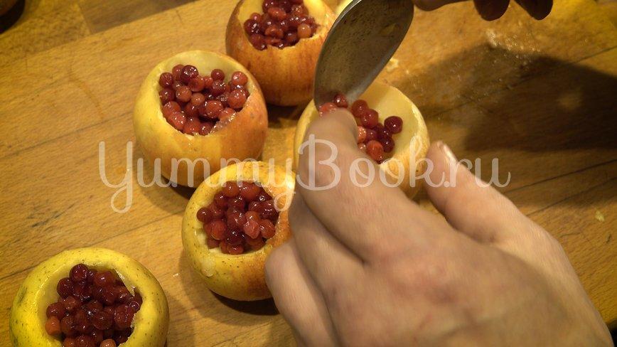 Утка с яблоками в духовке  - шаг 5