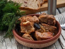 Свинина с черносливом в пивном соусе