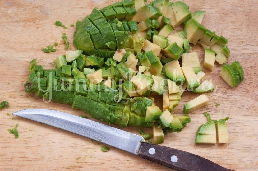 Салат с авокадо и помидором - шаг 2