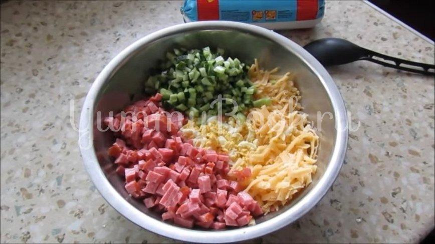 Рулет из лаваша с копченой колбасой и сыром - шаг 1