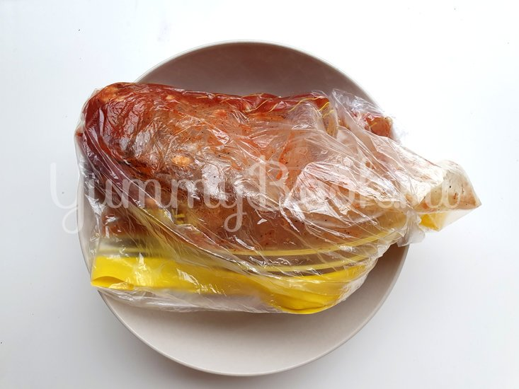 Запечённая говядина под маринадом с печеным картофелем - шаг 2