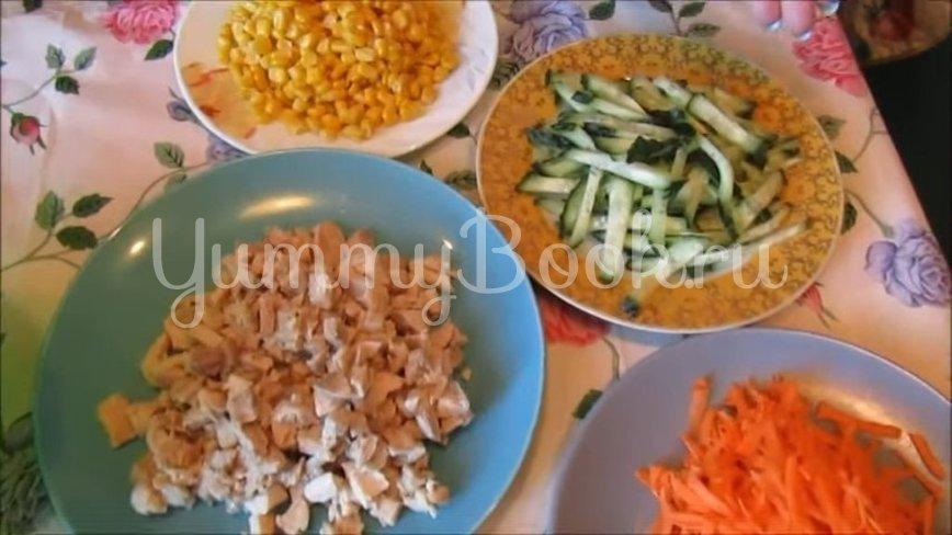 Салат с курицей, ветчиной и овощами - шаг 2