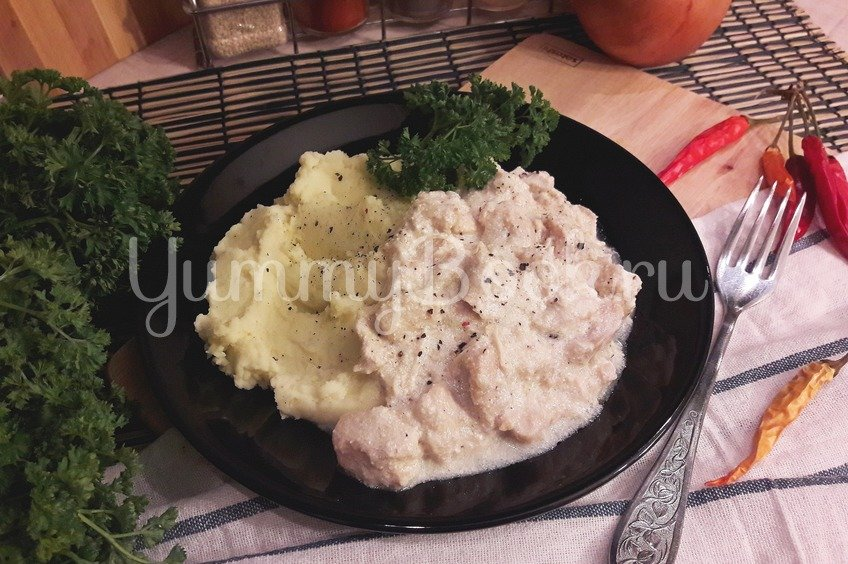 Куриное филе в сливочно-луковом соусе
