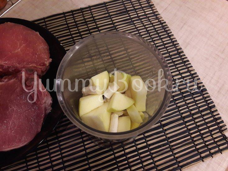 Корейка в сметанном маринаде с хреном и яблоком - шаг 2