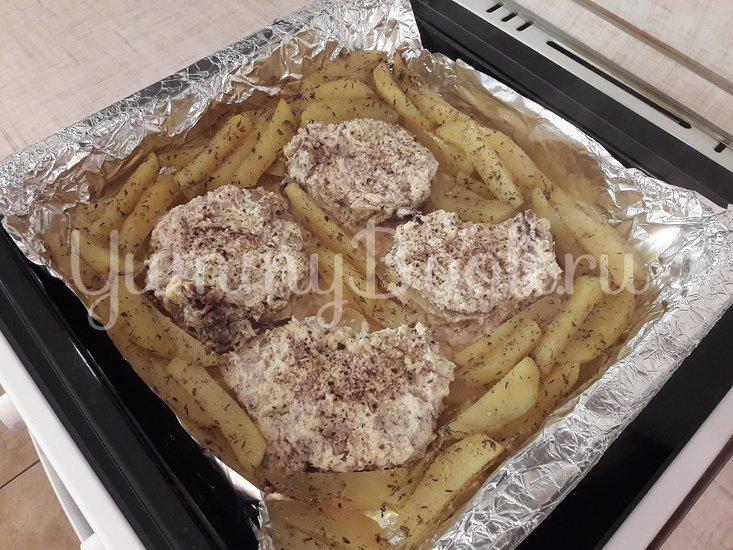 Корейка в сметанном маринаде с хреном и яблоком - шаг 9