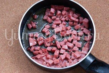 Запеченные ньокки с колбасой и сыром - шаг 1