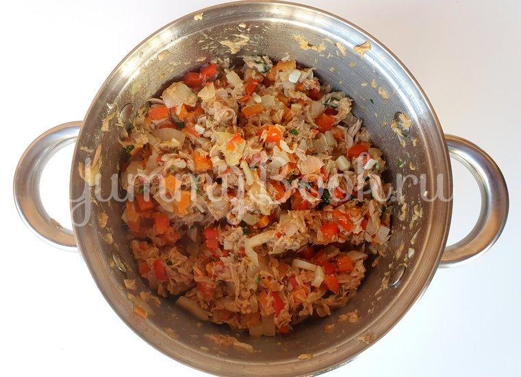 Пирожки с тунцом и овощами - шаг 7
