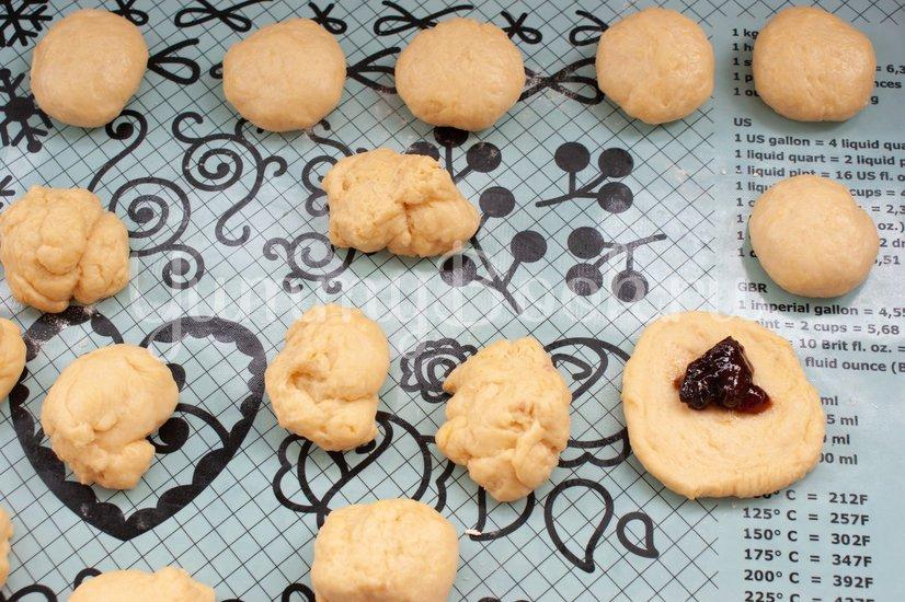 Пончики с клубничным джемом - шаг 8