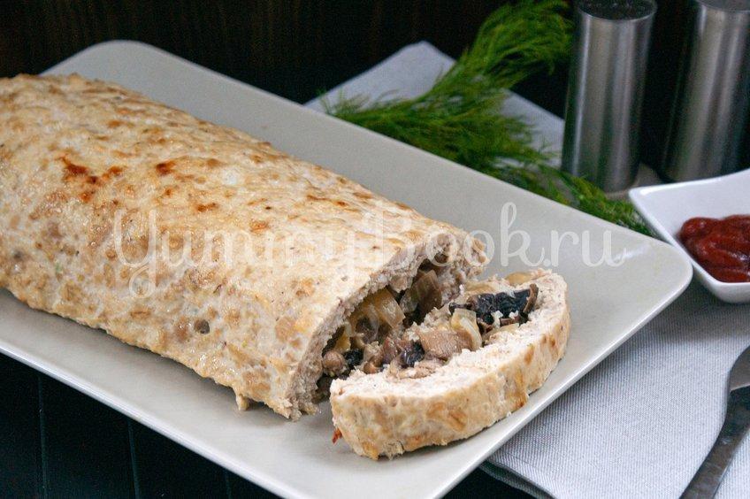 Куриный рулет с сыром и грибами