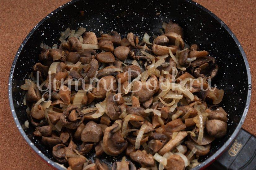 Куриный рулет с сыром и грибами - шаг 1