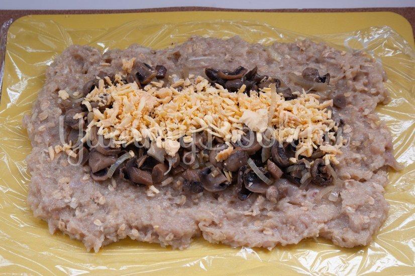 Куриный рулет с сыром и грибами - шаг 4