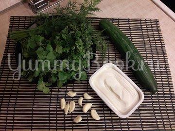 Огуречный соус с фетой и чесноком - шаг 1